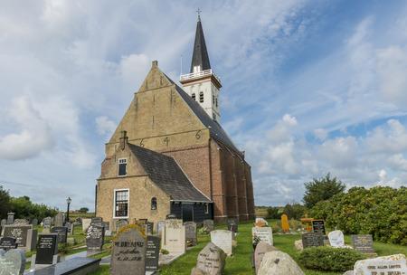 hoorn: Church of Den Hoorn with graveyard and gravestones.