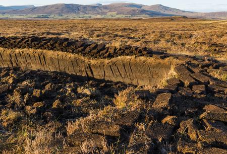 turba: Turba en la isla de Skye, en Escocia. Foto de archivo