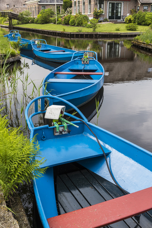 Blue Punter Boats in the small, picturesque town of Giethoorn, Overijssel, Netherlands. Imagens