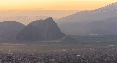 Dogubeyazit, Turkey - May 10, 2019: Evening in and overview over Dogubeyazit with mountains in the background, Turkey. Redactioneel