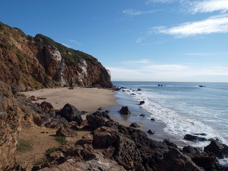 Hidden pirates cove on the California Malibu coast Stock Photo - 4331137