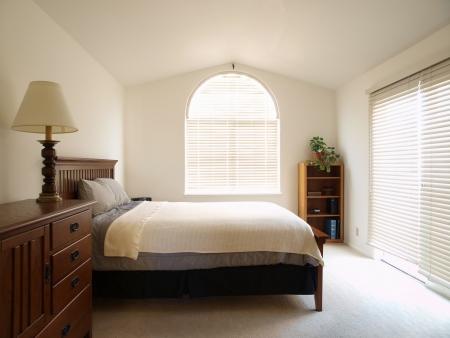 chambre � coucher: Client dans une chambre lumineuse townhome Californie.