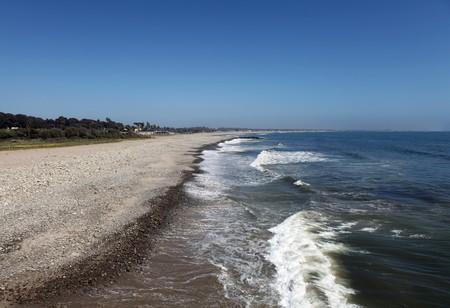 Ventura California's peaceful coast line and rolling surf. Stock Photo - 6879399
