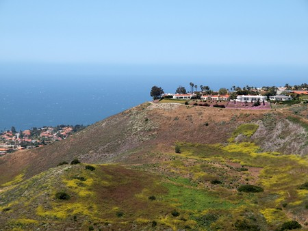 bluff: Bluff top homes overlooking Southern Californias Pacific ocean shore.