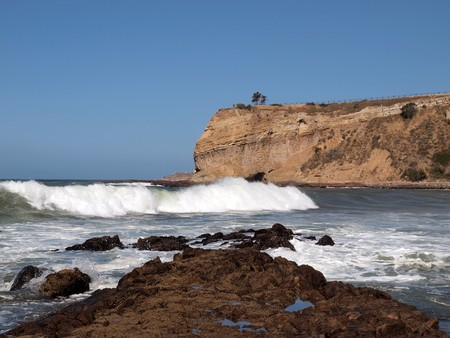 Thunderous surf crashes into the California Coast at Rancho Palos Verdes.   Stock Photo - 7229460