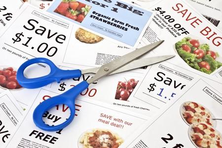 Fake coupon achtergrond met de schaar. Alle coupons werden gemaakt door de foto graaf. Afbeeldingen in de coupons zijn het werk van foto grafen en zijn opgenomen in de release.  Stockfoto