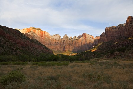 First light striking the sandstone canyon walls in Zion National Park in southern Utah. Stock Photo - 7898145