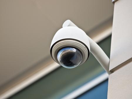 monitoreo: C�mara de alta tecnolog�a de seguridad a�rea en un Gobierno propiedad de edificio.   Foto de archivo