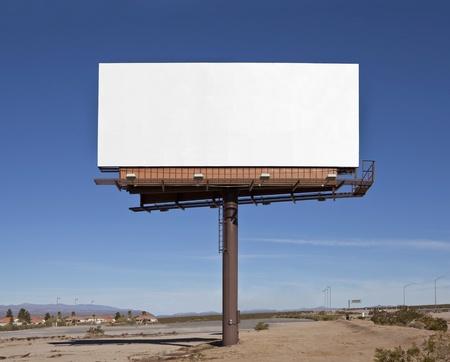 blank billboard: Gro�e blank Billboard mitten in der Mojave-W�ste.