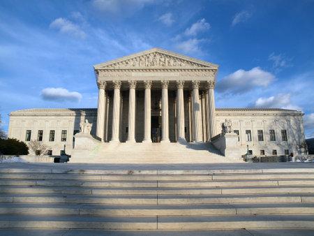 Washington DC, USA - Januar 6th, 2010: der historischen Eingang am United States Supreme Court Gebäude in Washington DC.