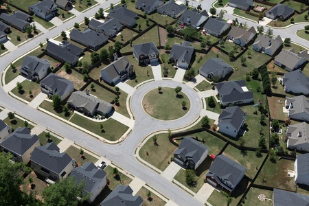town modern home: Suburban culdesac homes aerial in the eastern United States  Stock Photo