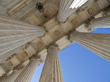 untied: Hist�ricos Corte Suprema de EE.UU. columnas del edificio en Washington DC.