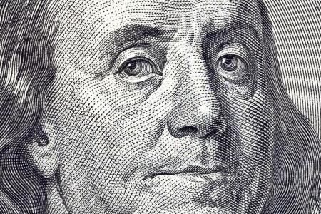 달러: 미국 $ 100 달러 지폐에 벤 프랭클린의 얼굴의 매크로 닫습니다. 스톡 사진