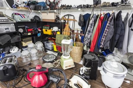 sporting goods: Venta de garaje interior, art�culos para el hogar, prendas de vestir, art�culos de deporte y juguetes