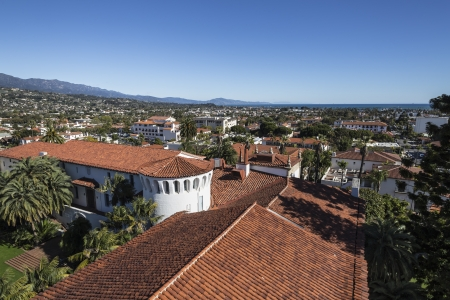 Downtown Santa Barbara and the Pacific ocean. Stock Photo - 18036978