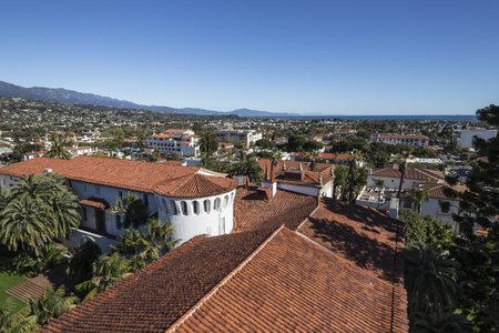 Downtown Santa Barbara and the Pacific ocean. Stock Photo - 18036978