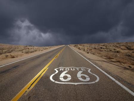 cielo tormenta: Ruta 66 tormentas cielo en California Foto de archivo
