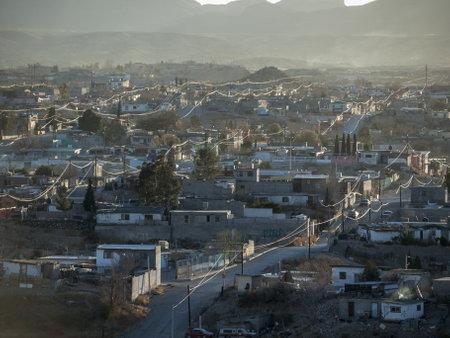 멕시코 Juarez에서 먼지가 오후 풍경.