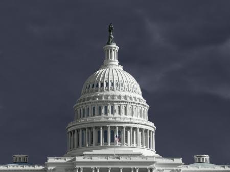 constitucion: Capitolio de Estados Unidos con el cielo nublado. Foto de archivo