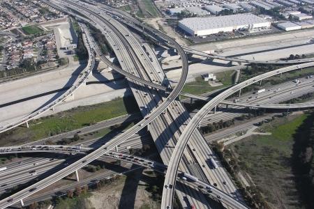 Massive freeway interchange at the 710 Long Beach and the 105 Century Freeway in urban Los Angeles    Standard-Bild