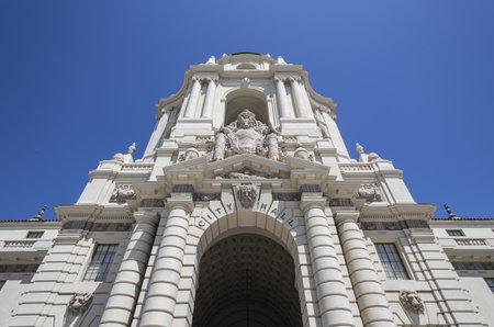 ortseingangsschild: Großer Auftritt der historischen Pasadena Rathaus Gebäude im südlichen Kalifornien.