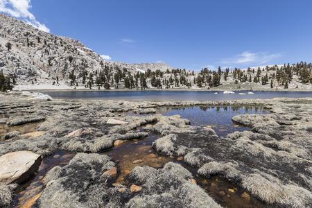 캘리포니아의 남부 시에라 다시 나라 황야에서 태양의 호수입니다. 스톡 콘텐츠