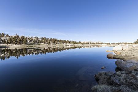 론 파인, 캘리포니아 근처면 분지 높은 시에라 호수. 스톡 콘텐츠