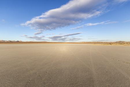 엘 미라지 캘리포니아의 모하비 사막에서 마른 호수 침대. 스톡 콘텐츠