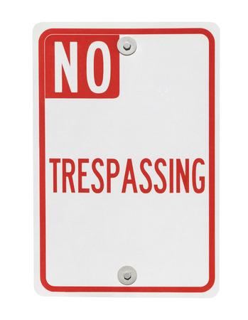 no trespassing: Ninguna muestra de violaci�n aislada en blanco con saturaci�n camino.