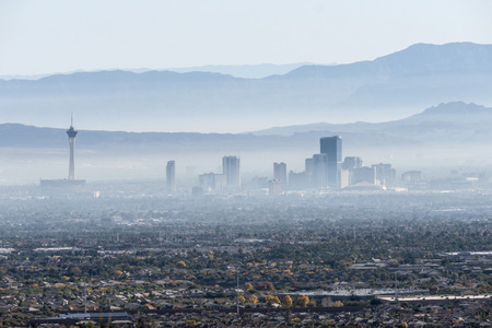 Las Vegas, Nevada, USA - November 28, 2014:  Hazy smog filled morning in the Nevadas Las Vegas Valley. Редакционное