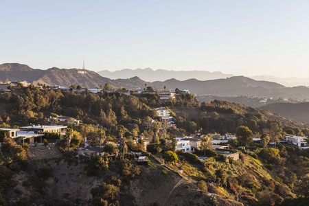 Los Angeles, California, USA - January 1, 2015:  Hollywood Hills, homes and sign in the Santa Monica Mountains above Los Angeles. 報道画像