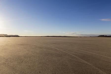 カリフォルニア州のモハーベ砂漠のエル ・ ミラージュ乾燥湖ベッド。
