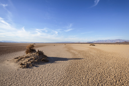 flat earth: Dry lake near Death Valley National Park in California.