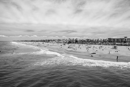 huntington beach: Summer beach goers at Huntington Beach California.