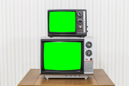 Vintage television stack on old wood table with chroma key green screens 版權商用圖片 - 46699964