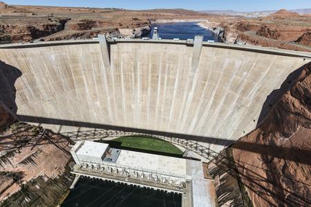 page arizona: Glen Canyon Dam on the Colorado River near page, Arizona.