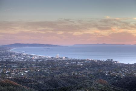 Santa Monica Bay at dusk in Southern California. 免版税图像