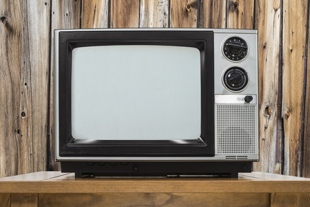Analog television on table with rustic wod wall. 版權商用圖片 - 50092487