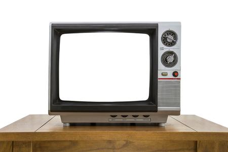 ビンテージのポータブル テレビや古い木のテーブルと白で隔離は、画面をカットしました。