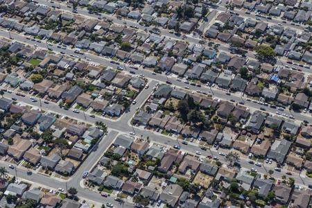 middle class: Aérea de la clase media barrio residencial cerca de Oakland, California.