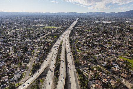 san fernando valley: Aerial view of Route 118 freeway crossing the San Fernando Valley in Los Angeles, California.