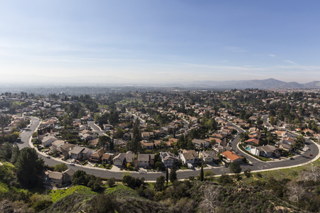 porter house: View of smoggy streets in the Porter Ranch neighborhood of Los Angeles, California.