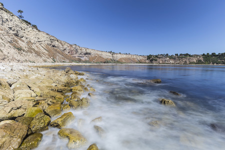 Lunada Bay with motion blur water in the Palos Verdes Estates area of Los Angeles County, California. Imagens