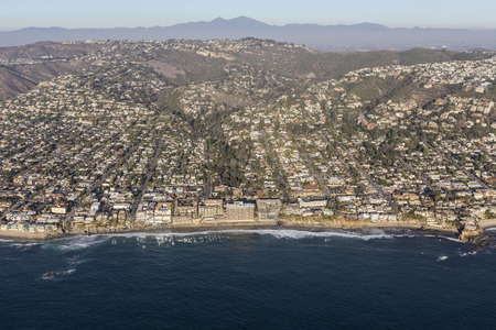 Aerial view of scenic pacific ocean waterfront in Laguna Beach, California. 스톡 콘텐츠