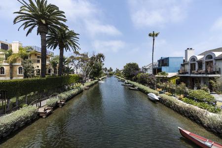 Historic Venice canal neighborhood in Los Angeles California. 免版税图像