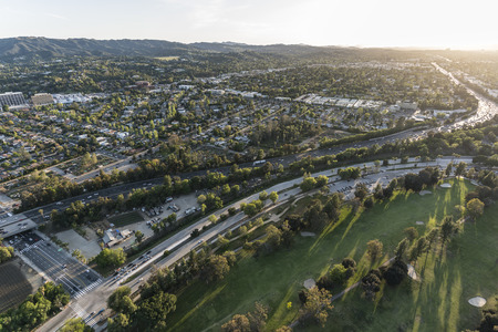 Late afternoon aerial view of the Ventura 101 freeway near the Sepulveda basin in the Encino area of the San Fernando Valley in Los Angeles, California. Stok Fotoğraf