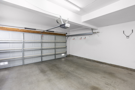 Empty residential garage in modern suburban home. 스톡 콘텐츠