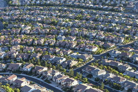 Aerial view of modern residential streets in the San Fernando Valley region of Los Angeles, California. 스톡 콘텐츠