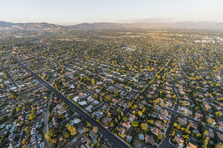 Aerial view towards Lassen St and Corbin Ave in the Northridge community in the San Fernando Valley region of Los Angeles, California. 스톡 콘텐츠