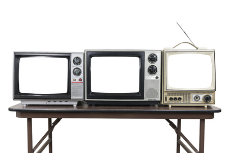 Three vintage televisions on wood table isolated on white with cut out screens. 版權商用圖片 - 118051612